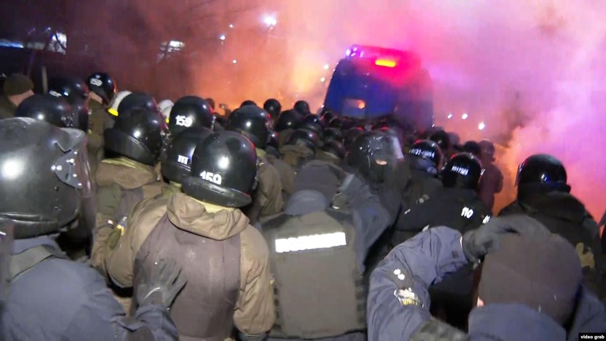 Соцопрос: 74% не поддерживают протесты за размещения эвакуированных из Китая украинцев