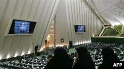 حقوق دانان می گویند لایحه حمایت از خانواده با شرایط اجتماعی ایران ناسازگار است.