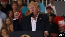 Дональд Трамп на митинге в штате Флорида