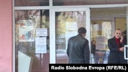 Луѓе пред Агенцијата за вработување на Македонија