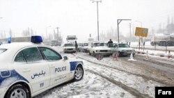 بارش برف مسدود شدن محورهای ارتباطی در مناطق کوهستانی ایران را به دنبال داشته است