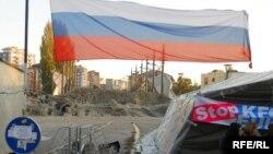 Косово - барикади на Србите кај мостот во Митровица.