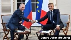 Встреча Эммануэля Макрона и Владимира Путина
