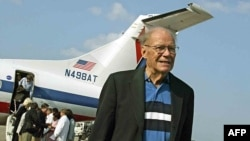 Former U.S. Defense Secretary Robert McNamara at Jose Marti International Airport in Havana in 2002