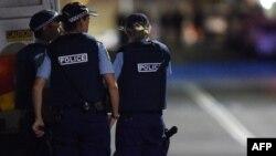 Ավստրալացի ոստիկանները պարեկություն են իրականացնում ճանապարհին, արխիվ