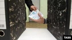 """По словам Изиды Чаниа, начинать разговор о коррупции надо, не выискивая среди 35-ти тех, кто взял взятку, и даже не с тех, кто ее дал, а разобраться с """"матрешками"""", которые вложены одна в другую, и в конечном итоге шикуют в офшорах"""