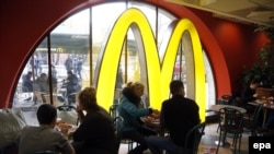Russia -- People dine at a McDonald's restaurant on Manezhnaya Square in Moscow, April 4, 2014