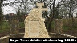 Пам'ятний хрест на місці Скнилівської лаври