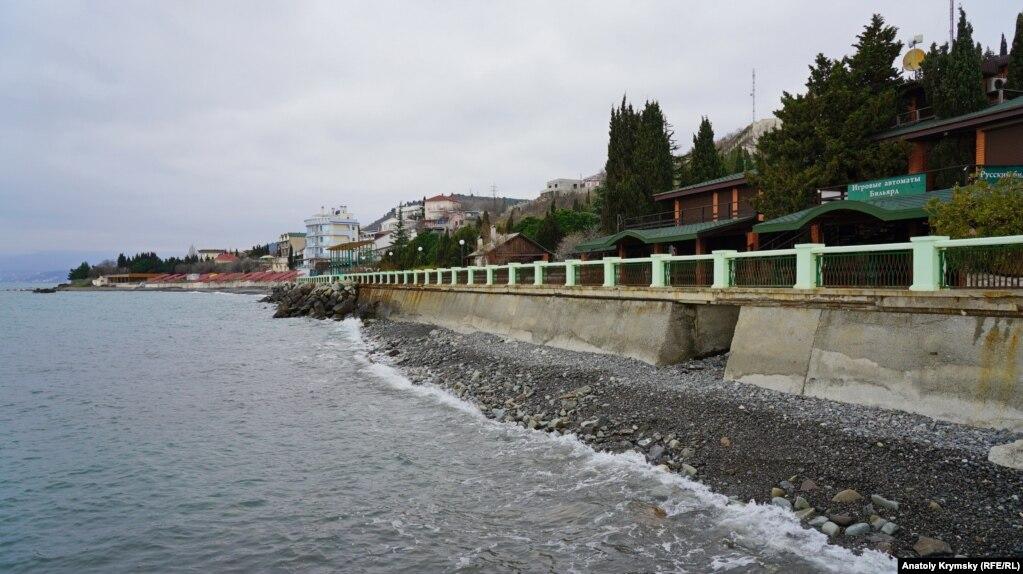 Пляжная зона поселка