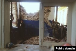 Волонтери відновлюють школу у Слов'янську (фото зі сторінки у Facebook: https://www.facebook.com/vidnovlennya.skhid)