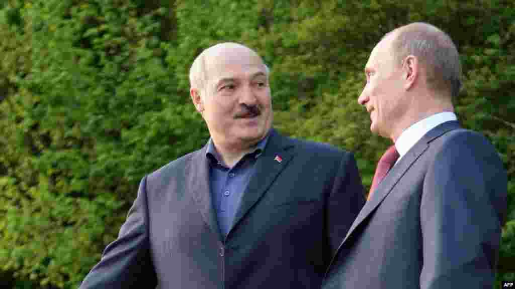Перамовы з прэм'ер-міністрам Расеі Ўладзімерам Пуціным. Пуцін пры гальштуку, Лукашэнка – не. 2011