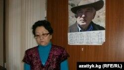 Акын Айгүл Узакова.