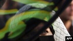 یکی از هوادارن دولت در راهپیمایی نهم دی ماه