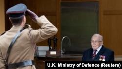 د بریتانیا د پوځ متقاعد تورنسل کلنټام مور