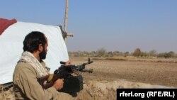 د کندز په امام صاحب کې یو افغان سرتېری