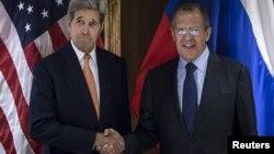 Рускиот министер за надворешни работи Сергеј Лавров и американскиот државен секретар Џон Кери