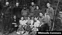 Атрад Бельскіх ставіў асноўнай мэтай ратаваньне габрэяў. У ім былі жанчыны і дзеці.