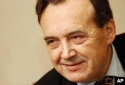 'Izmanipulisani, apsolutno. Ja sam insistirao da odu dole Milošević i Šuvar (Stipe - predsjednik Predsjedništva CK SKJ, na fotografiji), jer su rudari tražili razgovor sa njima. Međutim, oni su to stalno odgađali: kad Šuvar može, onda Milošević ne može i obrnuto.'