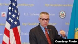 Посол США в Казахстане Ричард Хоугланд. Астана, 5 января 2011 года.