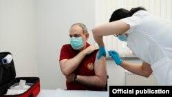 Armenia - Prime Minister Nikol Pashinian is vaccinated against the coronavirus, May 3, 2021