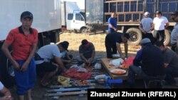 Готовка еды на месте протеста в Актюбинской области. 2 июня 2021 года.