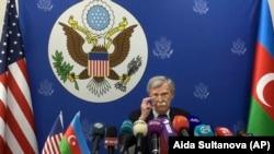 Советник президента США по национальной безопасности Джон Болтон на пресс-конференции в Баку, 24 октября 2018 г.