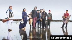 Группа Refugees for Refugees. Фрагмент оформления альбома Amina