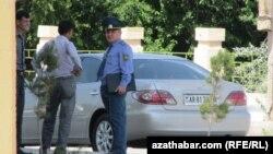 Türkmenabat, polisiýa ofiseri. Arhiw suraty