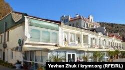 Бывшие доходные дома Н. Дойля и А. Христопуло на набережной Назукина, 7 и 9
