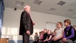 """Propaganda """"sperie copiii"""" în școlile din Rusia"""