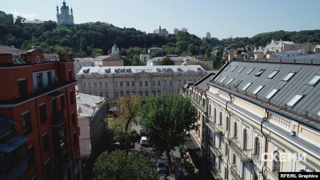 Будинок займає площу у понад 4,5 тисячі квадратних метрів в історичній частині столиці