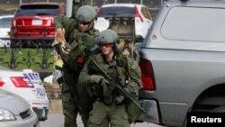 Կանադա - Կրակոցներից հետո իրավապահները ժամանում են դեպքի վայր, Օտտավա, 22-ը հոկտեմբերի, 2014թ․