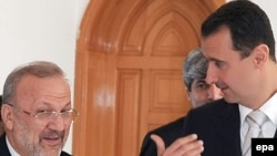 بشار اسد (راست) رییس جمهوری سوریه در دیدار با منوچهر متکی (چپ) وزیر خارجه جمهوری اسلامی