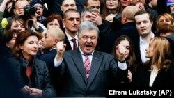 Ուկրաինայի նախագահ Պետրո Պորոշենկոն հանդիպել է աջակիցներին, «Օլիմպիական» մարզադաշտ, Կիև, 14 ապրիլի, 2019թ.