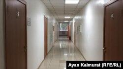 Коридор бизнес-центра, где расположен офис компании, отправившей казахстанцев на заработки в Норвегию.