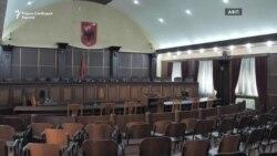 Албанската правда на пауза, сите судии под истрага