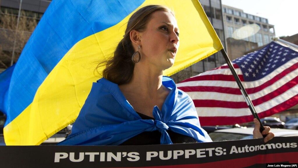 Під час акції у США проти спотворення дійсності російським телебаченням у висвітленні агресії Росії щодо України. Вашингтон, 11 квітня 2014 року