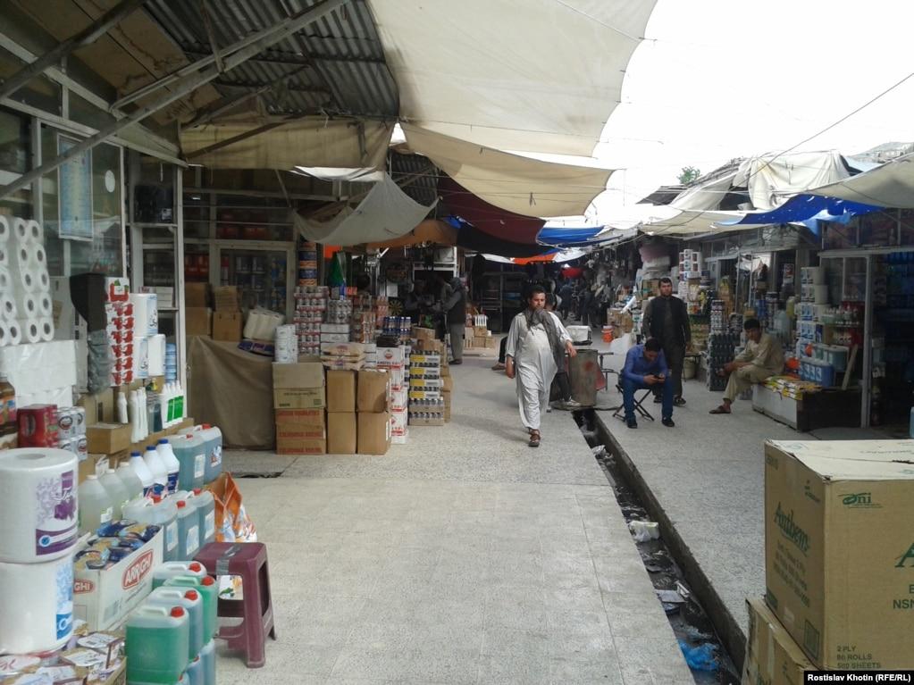 «Буш-базар» в Кабуле когда-то назывался «Брежнев-базар». Афганцы являются врожденными воинами и торгашами - это у них получается классно