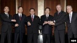 نمایندگان شش کشور آمریکا، روسیه، چین، ژاپن، و دو کره شمالی و جنوبی در پکن