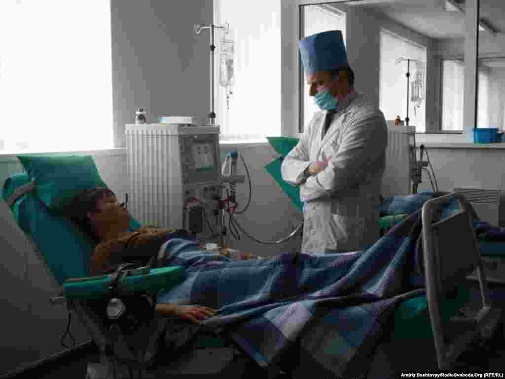 В Україні обласні та міські центри гемодіалізу переповнені, бракує фахівців та якісного обладнання.