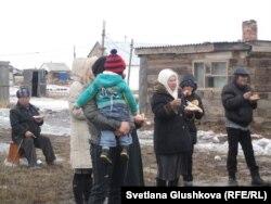 Поминальное мероприятие - 100 дней трагическим событиям в Жанаозене. Астана, поселок Ондирис. 24 марта 2012 года.