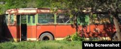 Долгие годы троллейбус служил сараем