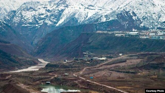 Construction of the dam near the Vakhsh River, seen on the left