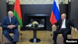 Русија- Рускиот претседател Владимир Путин го пречека белорускиот колега Александр Лукашенко во црноморскиот град Сочи