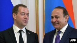 Armenia -- Russian Prime Minister Dmitry Medvedev (L) and his Armenian counterpart Ovik Abrahamyan arrive to hold a joint press conference following their talks in Yerevan on April 7, 2016.