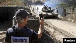 Відведення важкого озброєння від лінії зіткнення на Донбасі – один з пунктів мінських угод