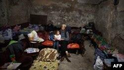 Жителі одного з районів Донецька у сховищі, 14 листопада 2014 року