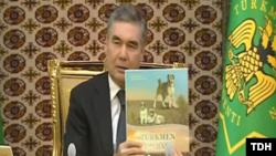Президент Туркменистана Гурбангулы Бердымухамедов с очередной книгой о собаках, 13 сентября, 2019