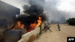 Бойцы сирийской армии в одном из поселений в окрестностях Эль-Кусайра, 13 мая 2013 года.