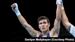 Казахстанский боксер Данияр Елеусинов после победы в финальном поединке в Рио-де-Жанейро. 17 августа 2016 года.